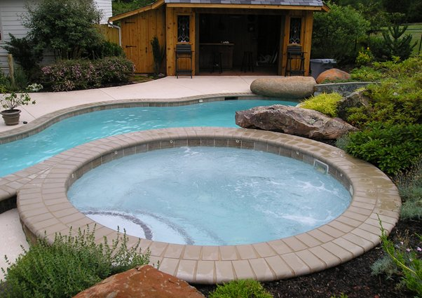 Spa attached to pool
